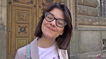 GERMAN SCOUT – Erster Arschfick fuer schlankes Teen Sara fuer Geld